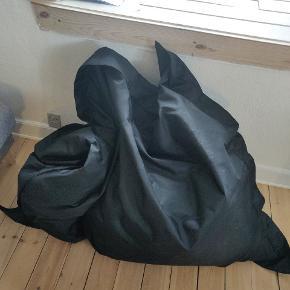Sort sækkestol fra jysk. Np 500kr. Er 2 år gammel.