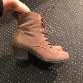 Støvler i str 38  Sælges da de ikke bliver brugt, brugt få gang Mp 100kr☀️
