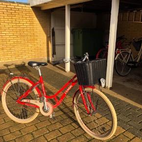 """Velholdt MBK Pigecykel.  44cm stel 26""""hjul Ny pris ca. 5100,-kr, kvittering haves (På kvitteringen står der ca. 4188,60kr, da vi fik 20% rabat på cyklen)  Sælges til den første, der byder 1500,-kr  Kan afhentes i Herning"""