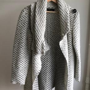 Very comfy seasonal coat/cardigan