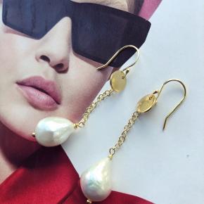 Kimmi Øreringe med smukke barok perler - kan laves i sølv også.