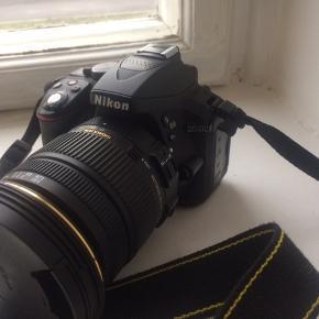 NIKON D5300 spejlreflekskamera, 24.2 MP, m/ SIGMA DC 17-50mm F/2.8 EX HSM objektiv, polarisationsfilter CPL 58mm, NIKON batterioplader, 2 stk NIKON batterier EN-EL 14a, (der medfølger dansk og engelsk adapter, da oplader har amerikansk stik), samt 8Gb kort, super stand, som nyt, købt af filmfotograf i UK. Pris + Porto, gerne mobilpay eller TS-handel +5%