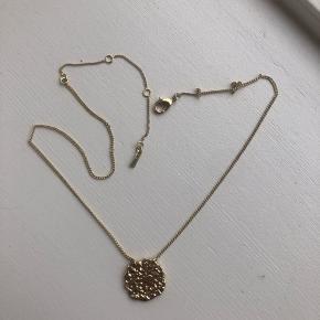 Helt ny halskæde fra Pilgrim, aldrig brugt. Bytter ikke og køber betaler fragt 😊