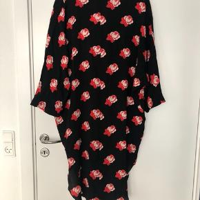 Ganni kimono in size 34, but can fit more than one size. Fast price, you can buy it though the listing.