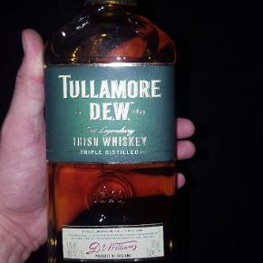 Sælger de sidste flasker whiskey og portvin da er tilbage de er aldrig åbnet 😄😄  PRISER  pr flaske 120 kr.. Begge tullamore 200 kr Alle fire portvin 300.. Alle 6 flasker for 400 😉😉