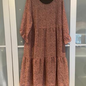 Kaffe kjole