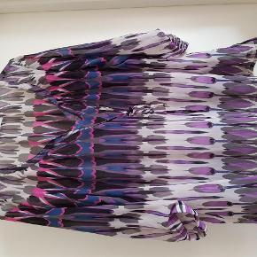 Varetype: Bluse Størrelse: M Farve: Flere Prisen angivet er inklusiv forsendelse.