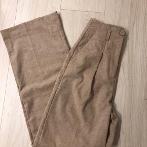 Rigtig flotte bukser fra mango, de er desværre for lange til mig - 160cm