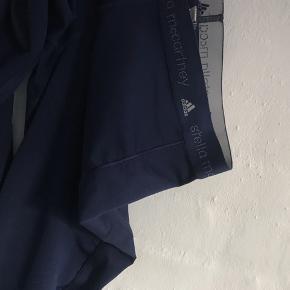 Sælger mine flotte Adidas Stella McCartney løbebusker :)