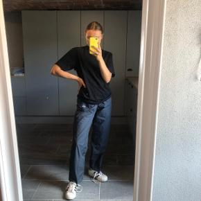 Fede vintage bukser fra ADIDAS i sådan noget regntøjstof. Str. M Byd    ASOS, acne, Ganni, cos, monki, weekday, messege, zara, H&M, Wood Wood, birkenstock, Adidas, Nike, New balance, gina Tricot, mango,