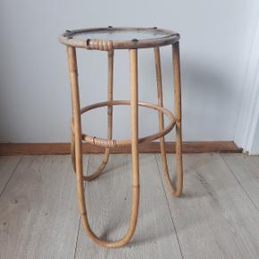 Blomster bord.   Højde og diameter.  H: 40 cm, D: 22 cm  Afhentning i Roskilde.