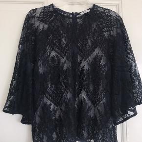 Sælger denne super fine Ganni blonde bluse. Brugt en enkelt gang. Sælger da det ikke lige var noget for mig alligevel.