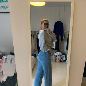 Bukserne er fra Lewis :)