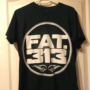 Fat313 T-shirt. Næsten ikke brugt. Str M. 100,- plus Porto😊