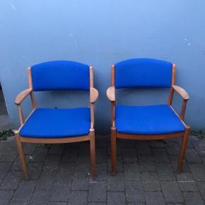 Poul m. Volter stole. J62.  FDB armstole i egetræ. Mål h77 sæde 45 Fremstår med brugsspor men gedigent