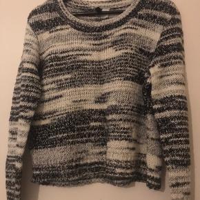 Super fin sweater fra H&M, brugt et par gange, men ingen skader! Rigtig god stand!