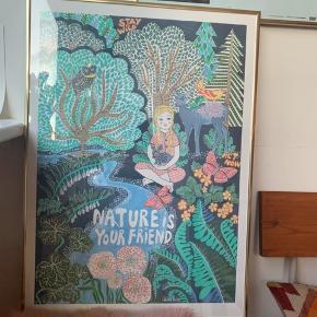 Smukkeste eventyrs plakat tegnet af Lisa Grue i guldramme🌸 perfekt til børneværelset.  Ramme og plakat sælges samlet.