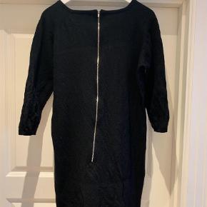Varetype: Kjole Farve: Sort  Rigtig fin kjole. Mindstepris er 225 kr pp