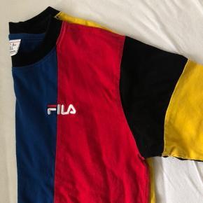 Mega nice T-shirt fra Fila, som kun er brugt en enkel gang. Np: 350kr
