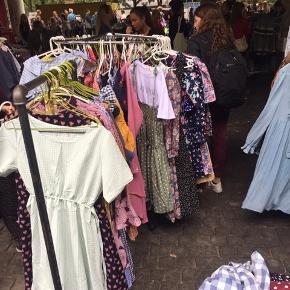 Kjoler til 100kr på veras loppemarked på Nørrebro