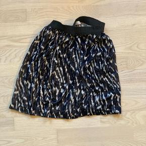 Velvet skirt with black, blue, white colors.