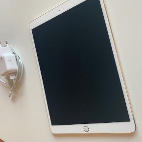 Ipad pro 10.5 Wifi + cellular/4g i guld. 64 GB.  Som ny og fejlfri.  Der er kvittering på den.