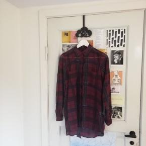 100% polyester, kjolelængde