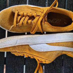 Puma sko sælges, de er for små, efter endt graviditet.
