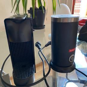 nespresso kaffemaskine  Og mælkeskummer fra bodum.  Fejler intet. Brugt meget få gange.  Kaffemaskine: 400kr Mælkeskummer: 80kr Samlet 400kr