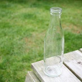 1/2 l. Mælke/flødeflaske - velegnet som vin/vandkaraffel 👍