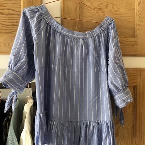Sælger denne fine bluse fra Saint tropez  Str M Pris 80kr