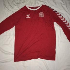 Rød DBU trøje brugt en gang