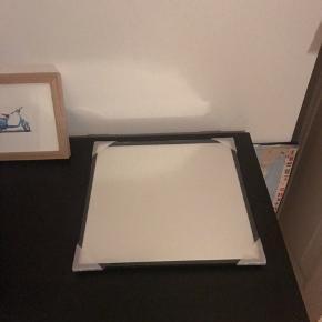 Spejl fra By Lassen  Str 29x29 cm  Med sort kant  Nypris er 999 kr  Sælges for 500 kr