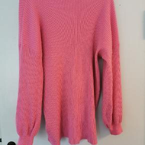 Sød sweater/bluse i nylon, akryl og polyester.