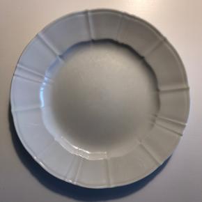 Sælger de her fine tallerkener fra (Offenbach) B&G: 6 x middagstallerkener nr. 325 (25 cm.)  De har været brugt og det er 2. sortering.