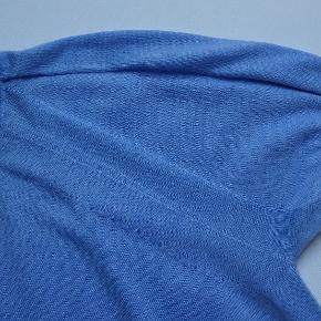 Flot strik med mange detaljer. Viscose, polyester og cashmere.