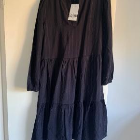 Sælger denne Saint tropez kjole da jeg ikke får den brugt. Stadig med prismærke.