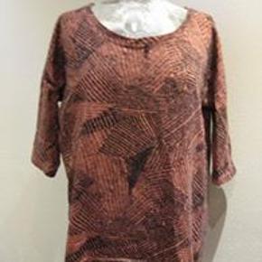 Pieces top ingen str Bm 2x56 cm Længde 63 cm - materiale? lidt kraftigere en T-shirt stof - smal ved ærmegabet - 60 kr. plus porto (m8875)
