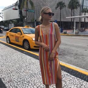 Cool sommerkjole med slids🌈 Nærmest aldrig brugt