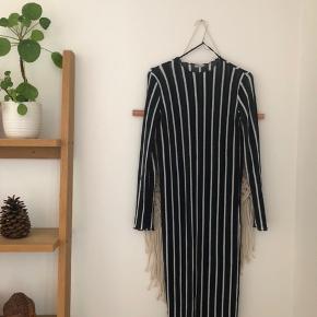 Lækker kjole fra Zara. Kun brugt en enkelt gang!  Kom endelig med et bud og tjek mine andre annoncer 😍✌🏽 #trendsalesfund