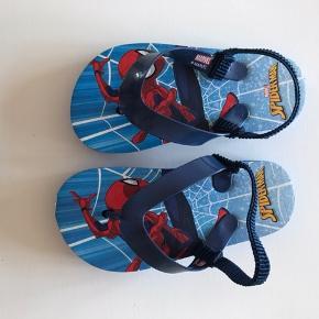 Sandaler. Aldrig brugt.  Kan hentes i Farsø.