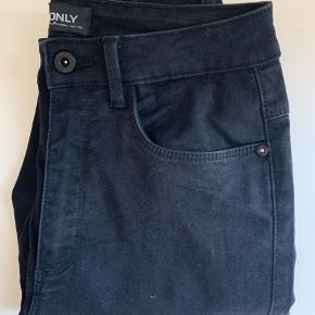 Jeg har 2 par af det samme par bukser, de er brugt få gange. Dog uden nogle former for slid mærker (pris er pr stk.)