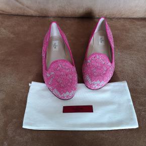 Lækre ballerina sko fra Valentino i beige læder  overtrukket i pink blonde. Helt nye!! Nypris 489 euro. Str 39.5 og normale til store i størrelsen.