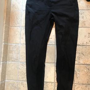 Varetype: Bukser Farve: Sort Prisen angivet er inklusiv forsendelse.  Populære bukser fra bmb model todosio