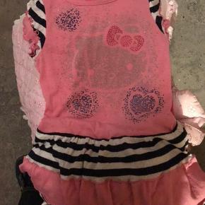 Fin lyserød kjole med Hello Kitty