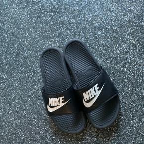 De fede sommer sandaler fra Nike, den helt stilfulde chiller gut! De er super rare og fede! Byd for delen