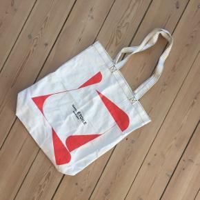 Isabel Marant net / Isabel Marant taske / klassisk net / klassisk Isabel Marant net i god mellem størrelse. Ikke for stort, men der kan fx stadig være en computer i. Kun brugt en gang, så perfekt stand🍀🙂