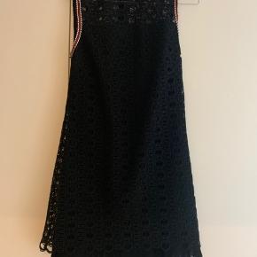 Smuk enkel sandro kjole, brugt en enkel gang.
