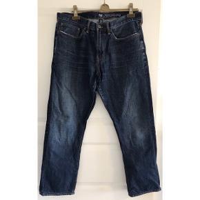 Jeans str. 35/30. 3/4 bukser. Livvidde:48 cm. X 2. Indvendig benlængde: 71 cm.