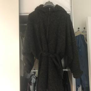 Ronja uld jakke fra mbym. Np 1300 Brugt en sæson, så forvent ikke en ny jakke :-) Str s/m. Kan dog passes af flere størrelser, er selv L